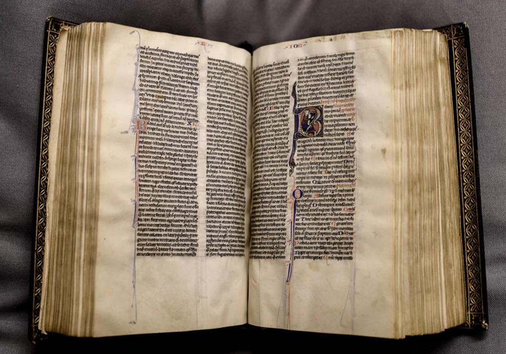 В Кентерберийский собор вернули пропавшую 500 лет назад уникальную карманную Библию
