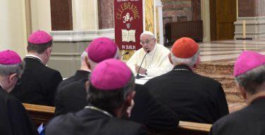 «Святейший Отец, Вы не одиноки!»: Епископаты разных стран выразили поддержку Папе Франциску