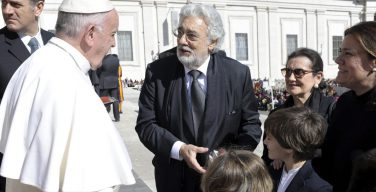 Пласидо Доминго молится перед каждым выступлением