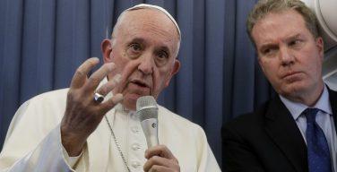 Папа ответил на вопросы журналистов