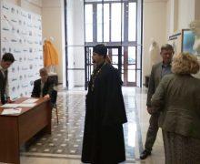 В новосибирском вузе прикрыли статуи обнаженных — туда пришла делегация РПЦ