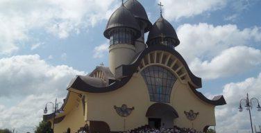 На Львовщине греко-католики построили храм «третьего тысячелетия» (ФОТО)