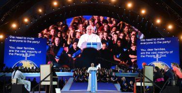 Папа Франциск встретился с семьями в дублинском «Кроук Парке» (ВИДЕО + ФОТО)