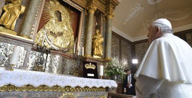Папа посетил вильнюсское святилище Матери Милосердия (ВИДЕО + ФОТО)