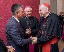 Под серпом и молотом: госсекретарь Ватикана посетил Приднестровье (ФОТО)