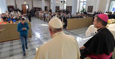 Папа встретился с подопечными Церкви в Таллине (ФОТО + ВИДЕО)