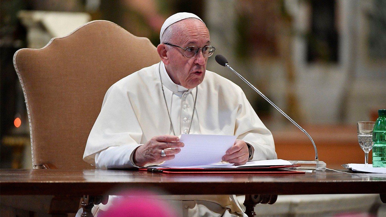Папа призвал Церковь сопровождать помолвленных и супругов