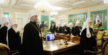 Синод РПЦ принял решение приостановить сослужение с иерархами Константинопольского Патриархата