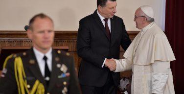 За годы независимости Латвия сумела стать одним из важнейших центров региона, считает Папа Франциск