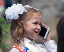 ВЦИОМ: три четверти россиян поддерживают идею запрета мобильных телефонов в школе