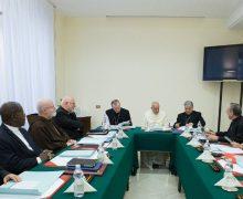 В Ватикане под руководством Папы проходит заседание Совета кардиналов
