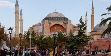 В Турции суд отклонил просьбу о придании музею Айя София статуса мечети