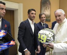 Папа на встрече с мотоциклистами: спорт поощряет здоровую победу над над собственным эгоизмом