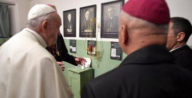 Папа Франциск завершил свой визит в Литву посещением Музея оккупации (ВИДЕО + ФОТО)