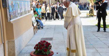 Папа помолился на месте трагической гибели священника Джузеппе Пульизи (ФОТО)
