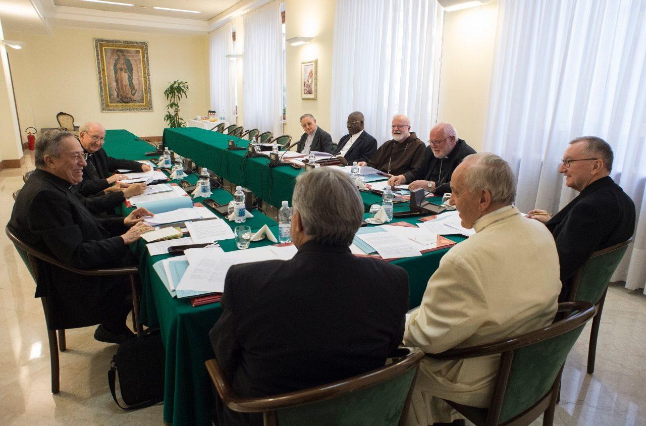 Совет кардиналов выразил полную солидарность с Папой Франциском