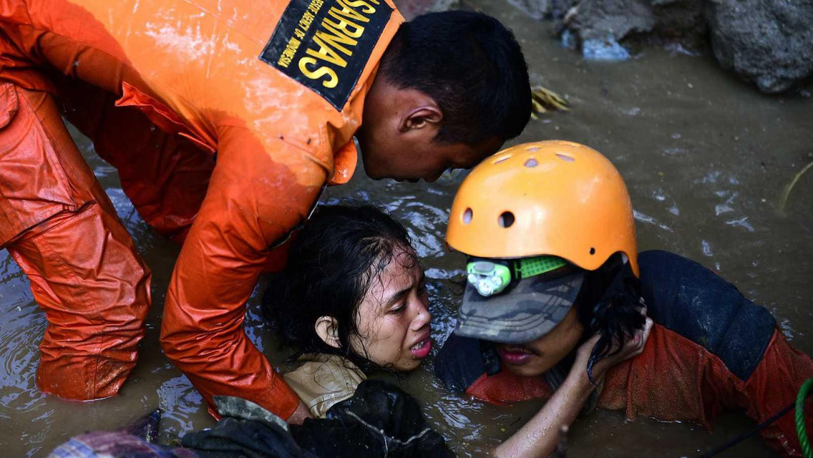 Папа молится о жертвах землетрясения и цунами в Индонезии