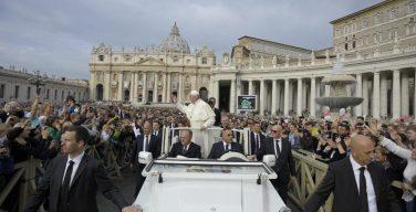 Папа Франциск на общей аудиенции: исполнение заповеди «не убий» — первый шаг к обретению любви