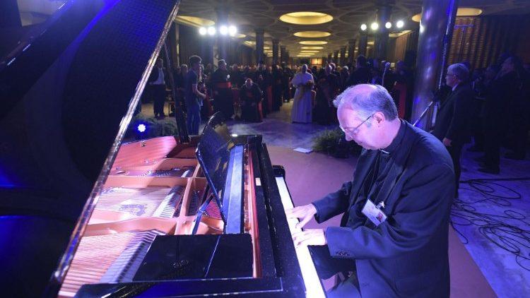 Молодые участники Синода поблагодарили Папу Франциска