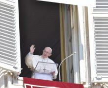 Angelus: с помощью Марии открывать присутствие Бога (ФОТО + ВИДЕО)