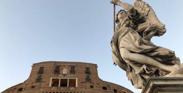 Папа: ангелы-хранители — наша ежедневная дверь в трансцендентность