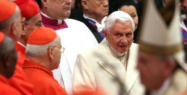 Опубликованы письма Бенедикта XVI, в которых он объясняет, почему принял статус «Папы-Эмерита»