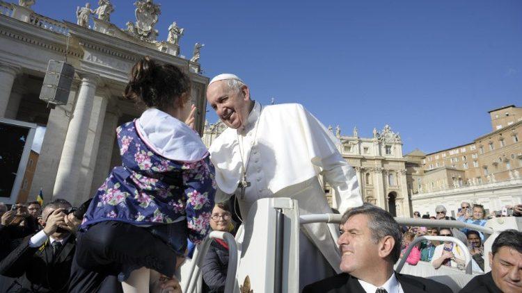 На общей аудиенции Папа Франциск размышлял о заповеди «Не укради»