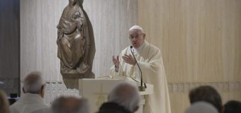 На Мессе в Доме Св. Марфы Папа Франциск призвал не превращать храмы в торговые центры и салоны