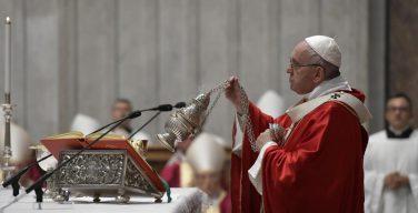 Папа Франциск отслужил Заупокойную Мессу об усопших иерархах